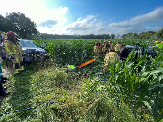 Bestuurder in auto bekneld na aanrijding in Liessel.