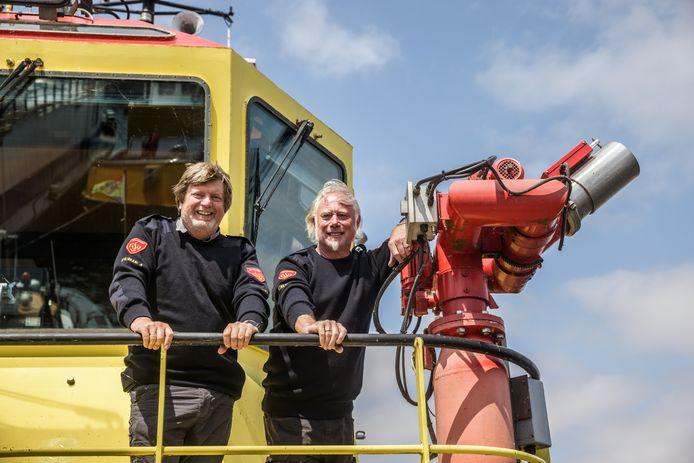 Aan boord van de Furie 4, een van de grootste blusboten van Nederland. Reinier van der Zee, eigenaar van Dintelsas BV (links) met zijn collega Wim Hijnen.