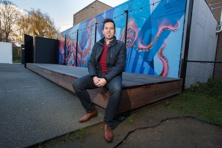 """Wouter Loix stelt samen met z'n maat Simon Quintens een origineel initiatief voor om in het kader van de Warmste Week geld in te zamelen voor een goed doel: """"Win een gratis graffitimuur""""."""