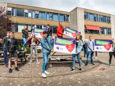 Geslaagde havoleerlingen na maanden even terug op school: 'Het voelt als een heel ander schooljaar'
