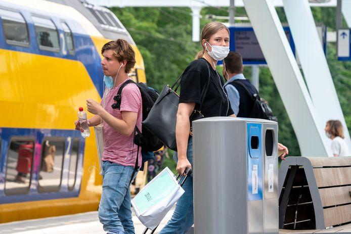 Op het station draagt niet iedereen een mondkap meer.