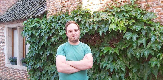 Rekwisiteur Dries Vanoirbeek is momenteel aan de slag op een filmset in Mechelen.