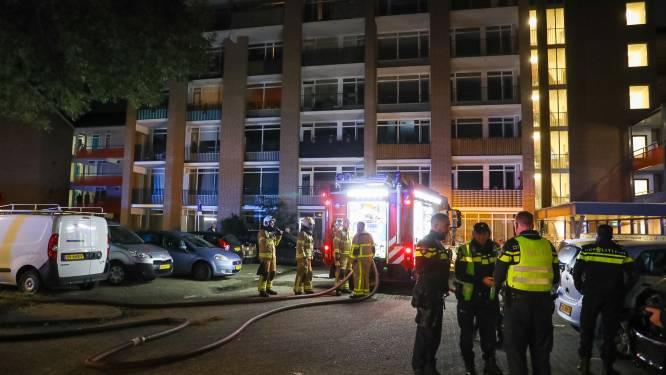 Jong gezin ontsnapt uit brandend appartement in Apeldoorn