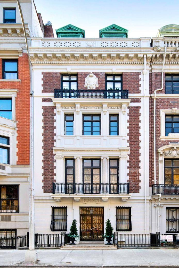 Haar dakappartement in het New Yorkse Manhattan beslaat het bovenste deel van een stijfdeftig huis dat in 1904 gebouwd werd.