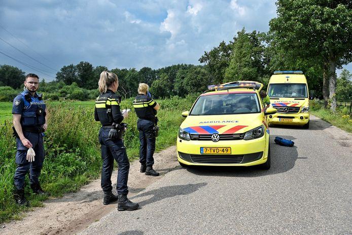 Ambulances en een traumahelikopter werden opgeroepen voor de neergestoken man.