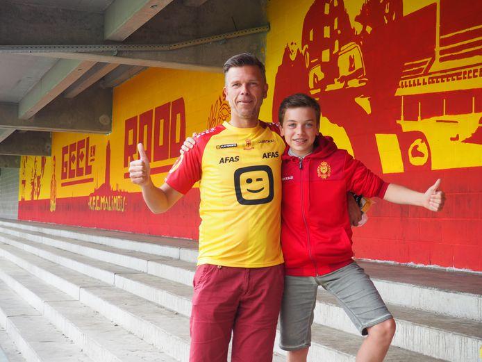 Nico De Graef met zoon Stan Fransen op de tribunes van KV Mechelen.