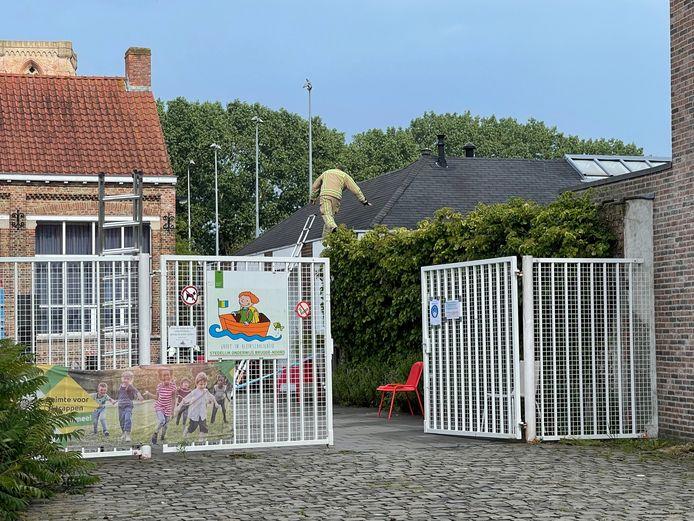 De bliksem sloeg in op een gebouwtje van basisschool Ter Poorten in Lissewege.