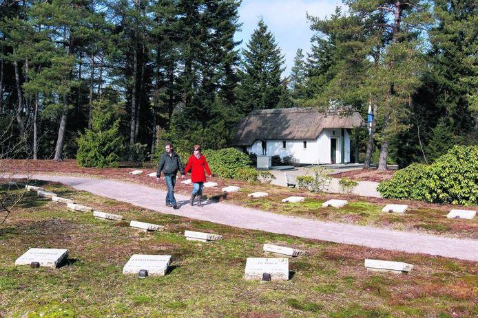 Op het ereveld Loenen liggen bijna 4.000 oorlogsslachtoffers begraven. foto Cees Baars