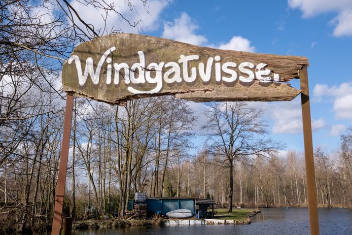 Op de Oude Schelde komt ter hoogte van het Windgat een veer.