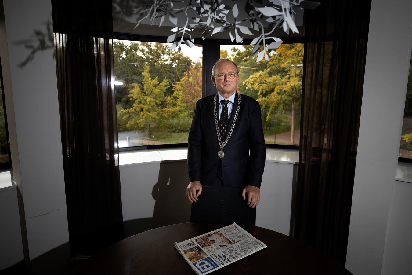 Waarnemend Burgemeester Jan Boelhouwer krijgt in een open brief van lokale omroep Studio040 een veeg uit de pan.