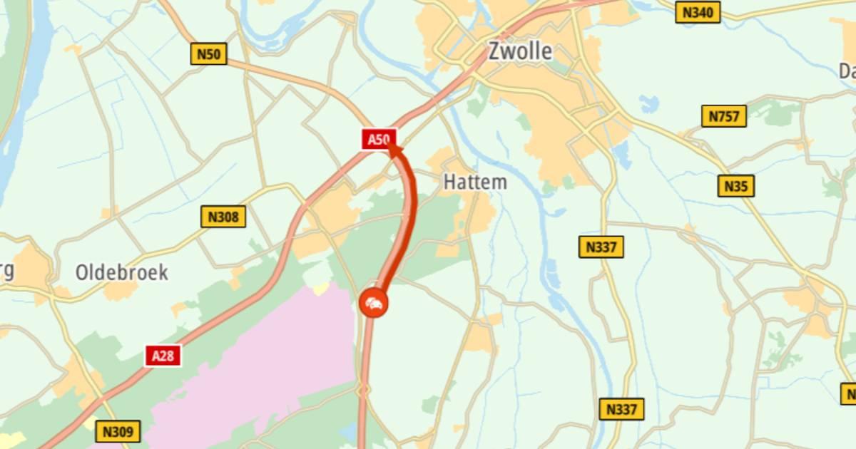 Ongeluk op A50 voor Zwolle: weg tussen Heerde en knooppunt Hattemerbroek dicht.