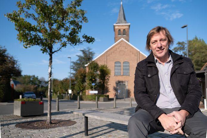 Charles Leclef aan de kerk van Battel