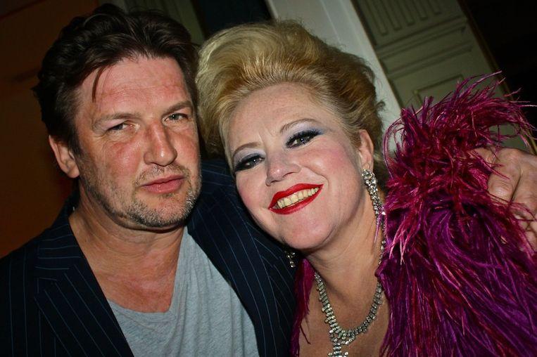 Mieke Stemerdink ontroerde iedereen met haar vertolking van Amsterdam huilt. Links haar geliefde, Erik Rikkelman. Beeld