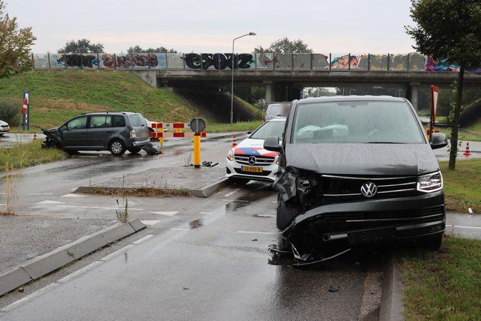 Een automobilist raakte gewond bij een aanrijding op de Postweg in Lunteren.