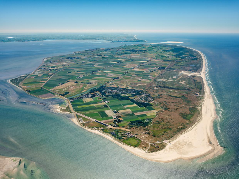 Het eiland Texel rekent met een grenswaarde van 600.000 euro; beneden deze norm gaan koopwoningen met voorrang naar eilanders zelf. Dit model kan een voorbeeld voor Amsterdam zijn. Alleen op de waddeneilanden bestaat een sociaal koopsegment.