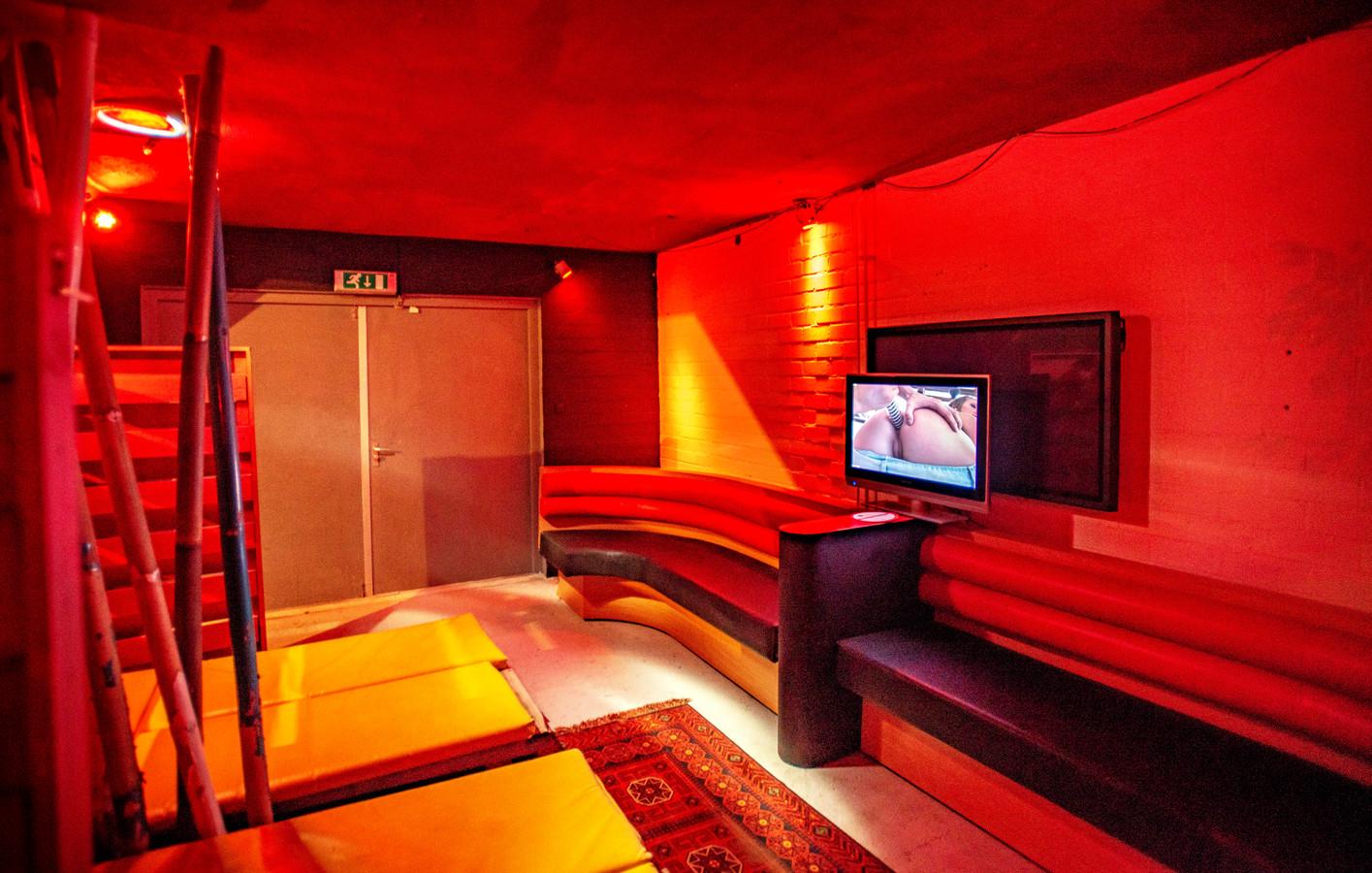 De ruimte waar 'educatieve natuurfilms' worden vertoond. Ook hier geldt het 'safe sex'-principe: Ibiza vertoont alleen films waarin condooms worden gebruikt.