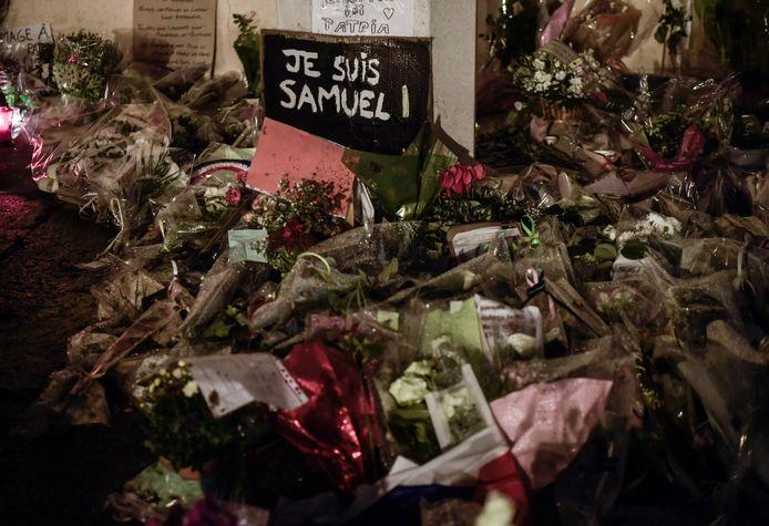 Een eerbetoon voor de vermoorde leraar Samuel Paty.