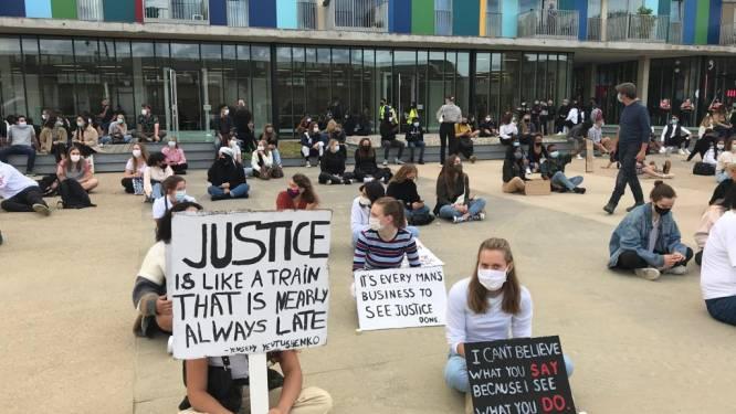 """Zo'n vierhonderd actievoerders in Leuven voor 'Justice for Sanda': """"De leden van Reuzegom hebben een van Sanda's fundamentele rechten ontnomen: het recht op leven"""""""