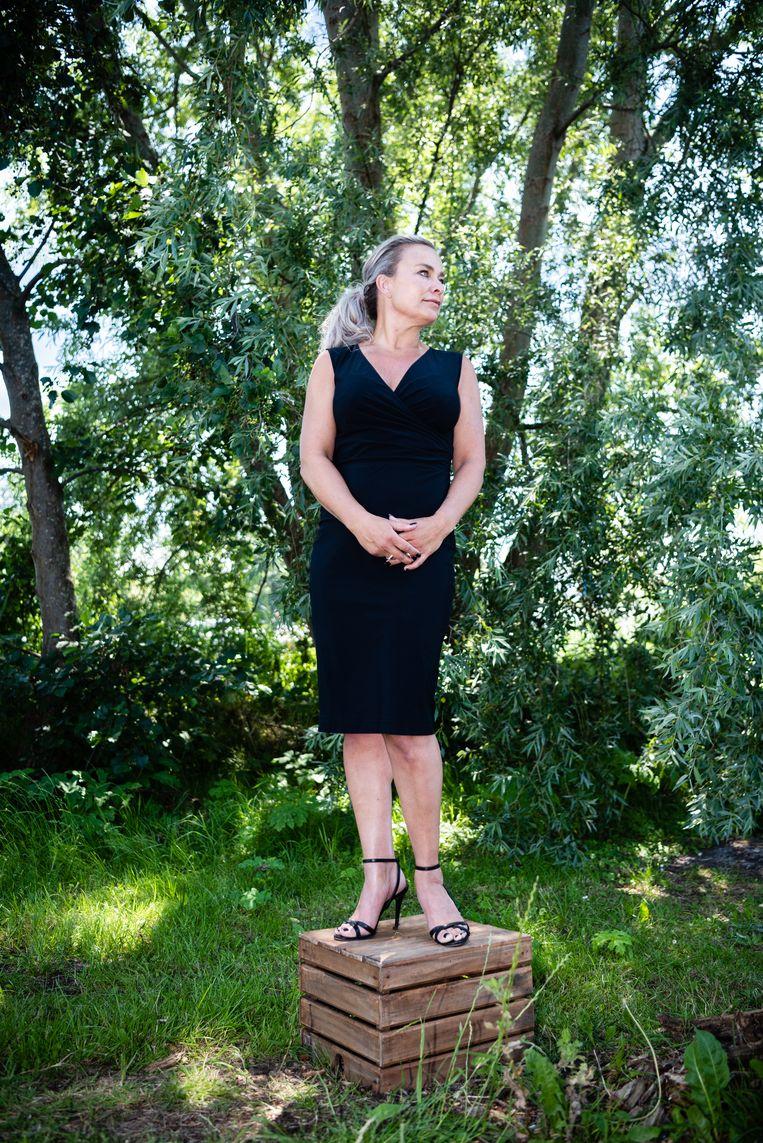 Portret Lena Olivier (46), wiens zus werd doodgestoken door haar vriend. Beeld Katja Poelwijk