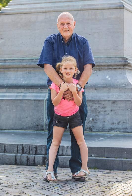 Leo van der Velde met kleindochter Rachel