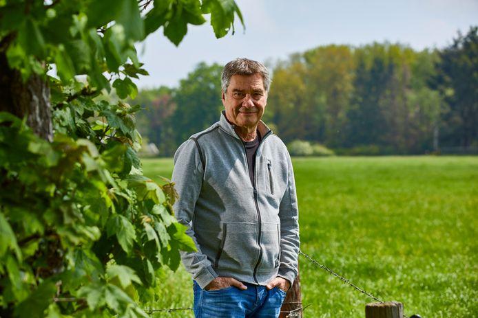 Charles den Tex is tegen windmolens op land. De thrillerschrijver richt een politieke partij op die de plaatsing van 'megawindturbines' in Bronckhorst tegen wil houden.