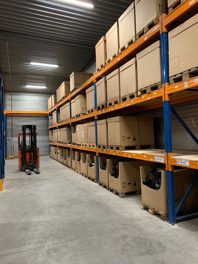 Het nieuwe magazijn van Trekhaakcentrum.nl in Breda, begin dit jaar nog vol, begint steeds leger te worden.