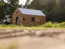 Buurt schrikt van eerste 'mini-woning' in Sprang-Capelle: 'Is dit een tiny house of een tiny villa?'