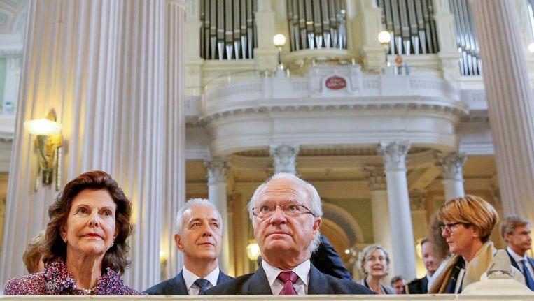 De Zweedse koning Carl Gustaf en koningin Silvia in de Nikolaikirche in Leipzich. Beeld epa