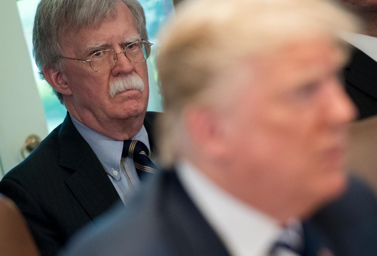 John Bolton (à gauche) à la Maison Blanche avec Donald Trump, le 9 mai 2018.