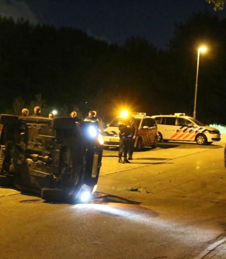 Auto op zijn kant na botsing in Rijswijk