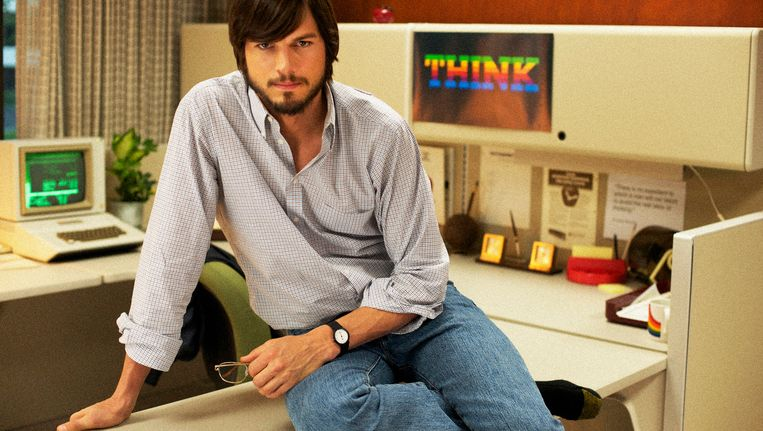 Ashton Kutcher als Steve Jobs in 'Jobs'. Beeld AP