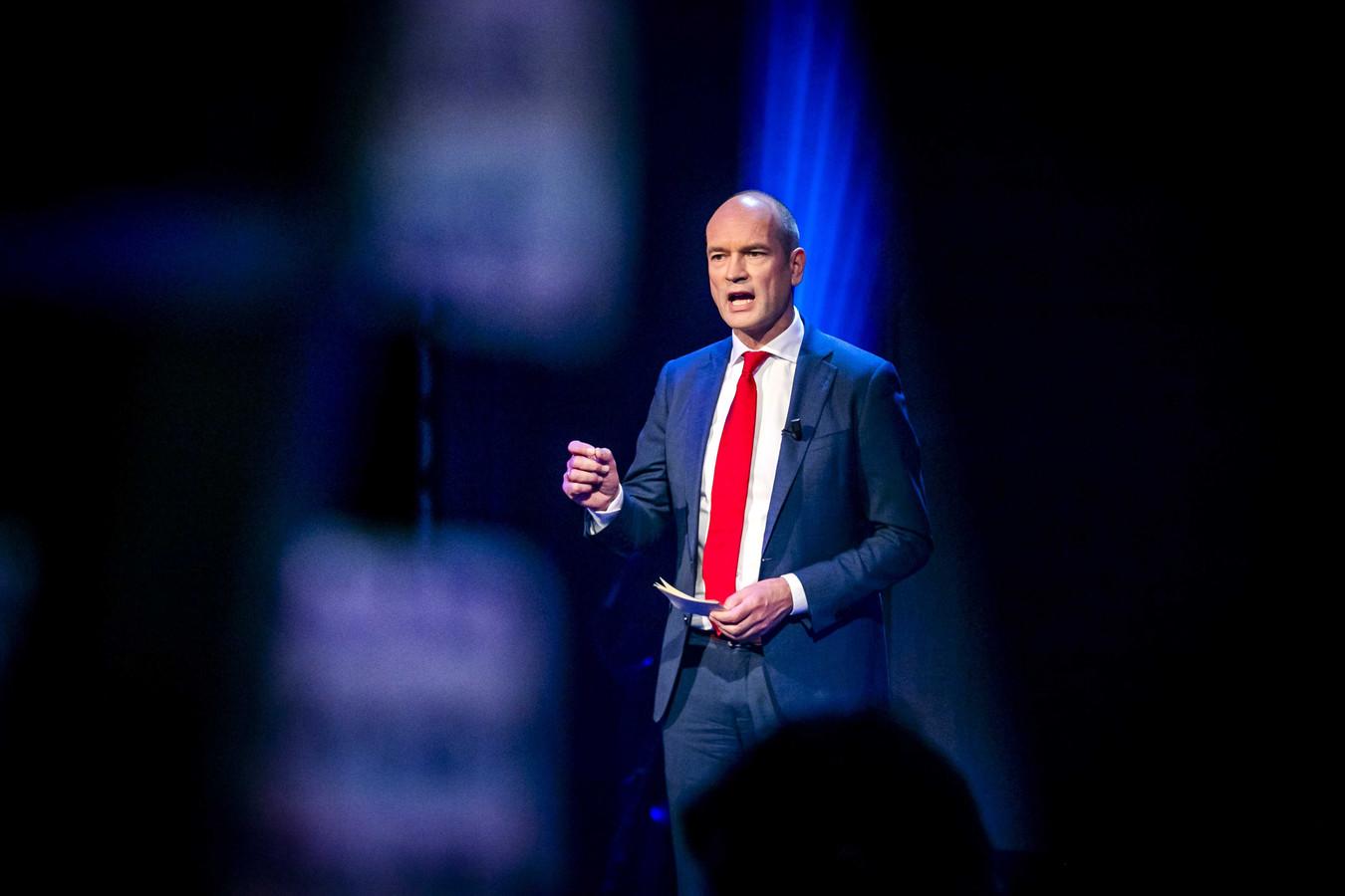 ChristenUnie-partijleider Gert-Jan Segers tijdens het online partijcongres van zijn partij in een studio van de EO.