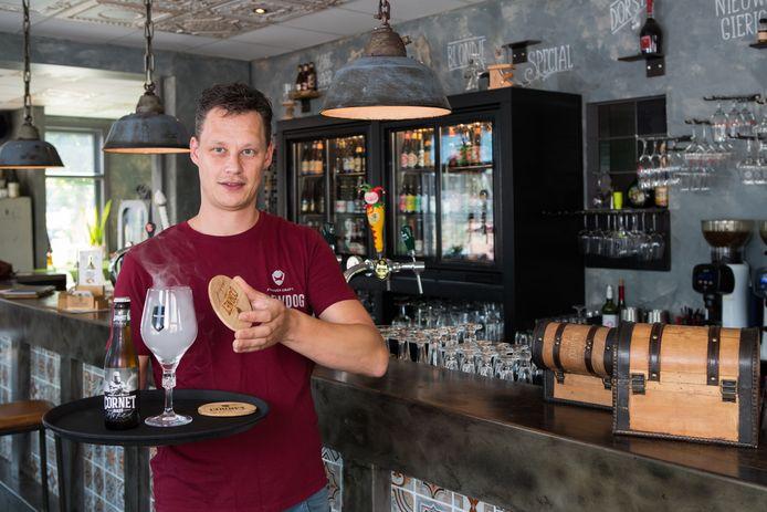Diederik Evers van Bierbrasserie Zuiderbuur in Raalte is naarstig op zoek naar nieuw personeel. ,,De aanwas is er gewoon niet.''