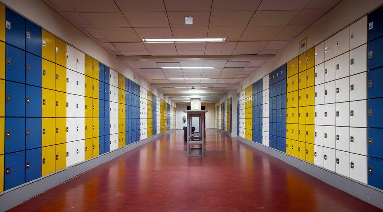 Kluisjes van leerlingen in het Amsterdams Lyceum. Tijdens de lockdown zijn alle scholen, van primair onderwijs tot en met de universiteiten, dicht tot en met ten minste 8 februari.  Beeld Koen van Weel/ANP