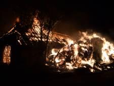 Grote uitslaande brand in Terborgse hooischuur is onder controle