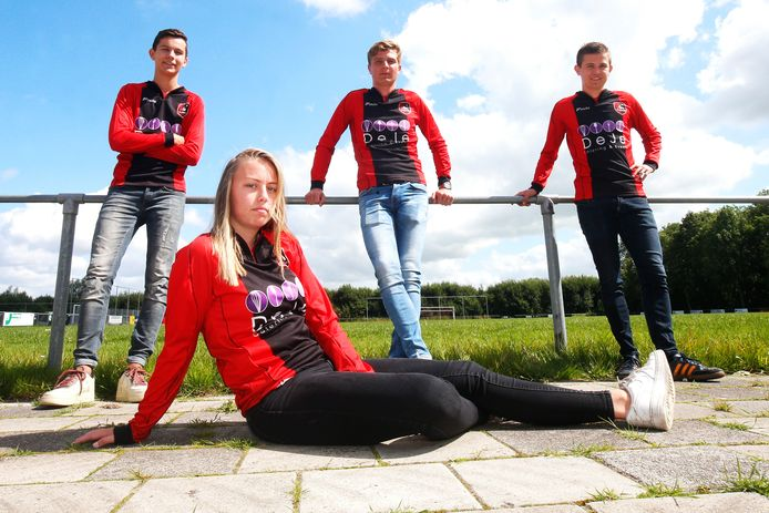 Ellen Fokkema kreeg vorig seizoen dispensatie om in het eerste mannenteam van vv Foarut, dat uitkomt in de vierde klasse, mee te voetballen. Dit was in het kader van een pilot van de KNVB.