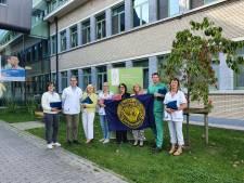 Patiënten van Gentse borstklinieken krijgen 'boezemtas', gevuld met flyers en staaltjes om hen het leven aangenamer te maken
