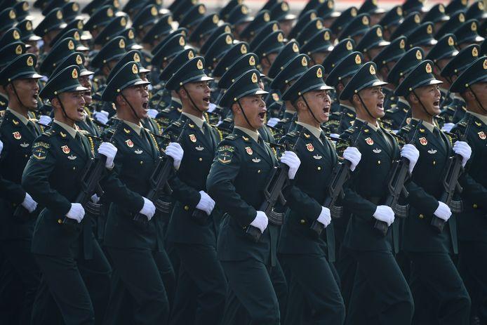 Chinese soldaten tijdens een militaire parade in de hoofdstad Peking