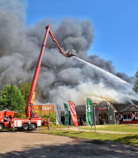 Nieuwsoverzicht   Beekse Bergen neemt schade op na verwoestende brand - Buren restaurant willen dat terras eerder sluit