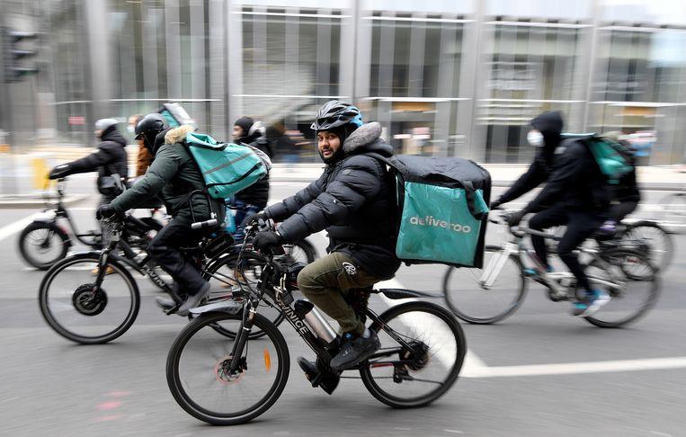Deliveroo-koeriers aan het werk.  Beeld REUTERS