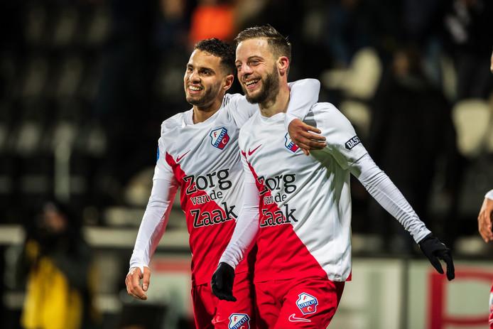 Bart Ramselaar viert een van zijn twee goals in Almelo.