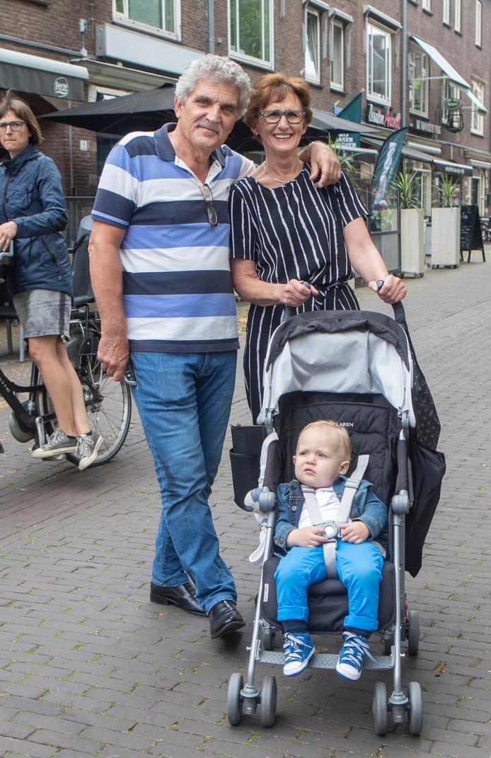 Leo en Elly de Mol met kleinzoon David Julius