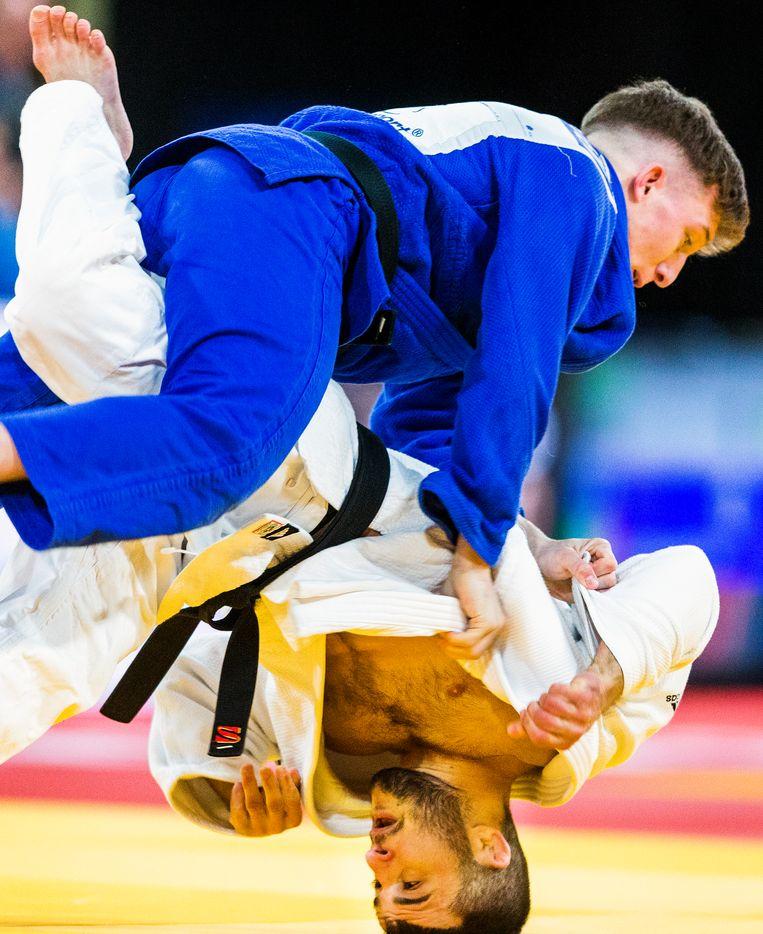 Tornike Tsjakodoea (white) against Belgian Jorre Verstraeten at the Judo Grand Prix 2018 in The Hague.  Image Jiri Büller