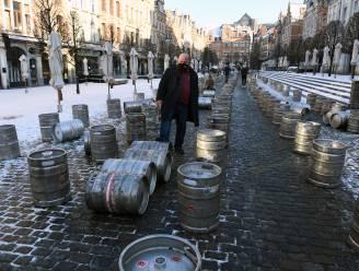 """Al 200 dagen gesloten, en dus protesteert vzw Oude Markt met 200 lege vaten: """"Soms lijkt het alsof we nooit meer open zullen gaan"""""""