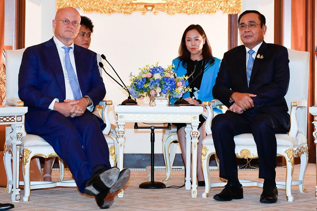 De ontmoeting van minister Grapperhaus met de Thaise premier Prayut Chan-O-Cha