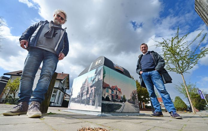 Bewoners uit de Afrikaanderbuurt, waaronder Bard Jan ter Braak (rechts), namen het initiatief, ontwerper Hans Beerens regelde het ontwerp.