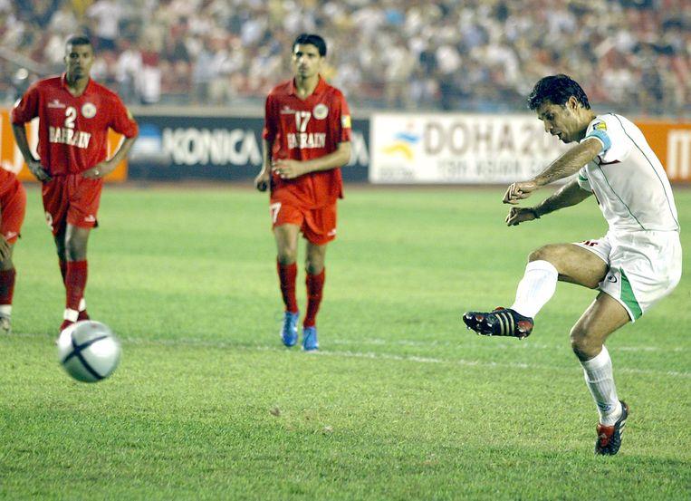 Augustus 2004: Daei trapt een penalty binnen op de Asian Cup.