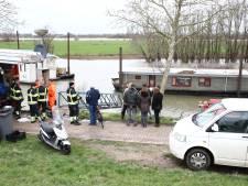 Bewoners van woonboot in de problemen door zinkende ponton