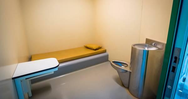 @KnolR @omroepwest @Politie Deze deelt u maar niet zeker ?? Overleden arrestant (22) uit Leidschendam had geen uitwendige wonden die dood verklaren .