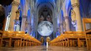 Blussers, de maan brandt in uw kathedraal!